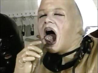 piss exzesse im gummi (7)