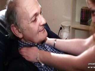 Französische Amateur-Blondine wird von einem alten perversen Mann gefickt