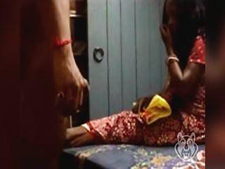 blinkender Schwanz zu indischer Tante