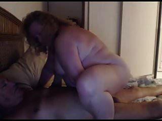 Opa und Oma spielen vor der Webcam