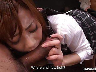 nuttig japanische Sekretärin genießt einen harten Dreier in der