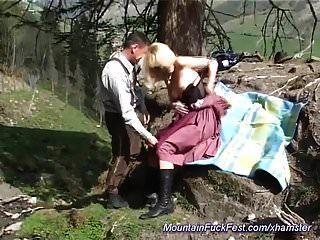 deutsche milf anal in den bergen gefickt