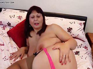 echte Mutter und Frau mit großen Titten und heißem Körper