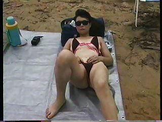 extremer Badeanzug am Strand hinter meiner Universität