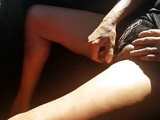 britische frau nicole orgasmen im auto mit einem glasdildo