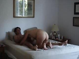 geile vollbusige milf fickt sich mit einem buttplug in ihren arsch