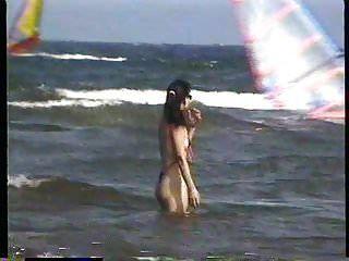 extremer Badeanzug am Strand hinter der Universität 3