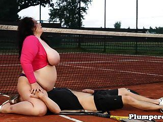 klobige bbw sixtynining auf dem tennisplatz