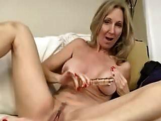 geiler reifer masturbieren mit einem spielzeug