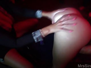 Frauen Fisting und Didlo im Swingerclub