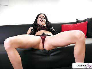 jessica jaymes zeigt ihren engen arsch, dicke titten und nasse muschi