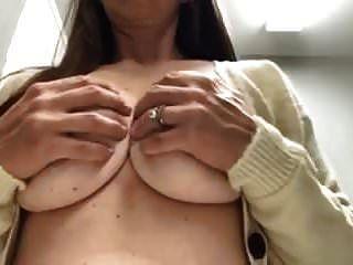 Mommas Brustwarzen sind unglaublich