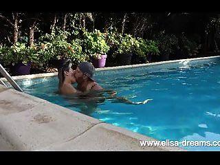 Fick mit meinem Mann im Pool meines Freundes