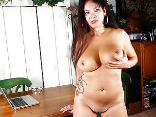 Reife amerikanische Mutter mit großen Titten und Muschi