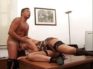 behaarte italienische anal und im büro gepisst