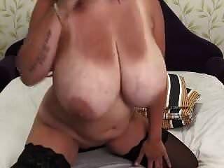 Riesige Floppy Brüste und Dildo vor der Webcam