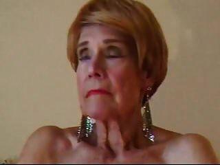 olga ist 74 und liebt es, ihre kahle muschi zu fingern