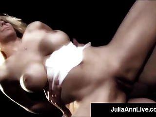 milf queen julia ann wird auf der bühne anal gefickt!