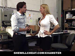 shewillcheat vollbusige Milf Chefin fickt neue Mitarbeiterin