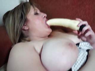 schöne reife Mutter mit großen natürlichen Titten