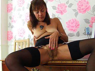 sexy Oma braucht Schwanz in Arsch Fotze und Mund