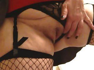 sexy oma big tits masterbates spritzt und spritzt ab