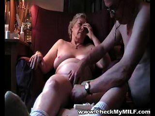 check meine Milf Oma und ihren alten Mann beim Ficken