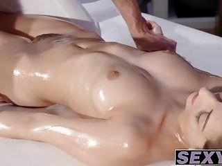 hot ass babe mit vollbusigen titten imena von lago gefickt