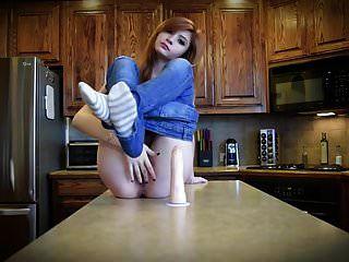 zeige prive webcam dans sa cuisine.mp4