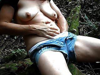 Amateur-Milf masturbiert im Regenwald-Orgasmus