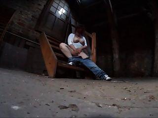 kommst du mit auf den Dachboden?