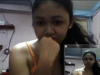 Filipino-Mädchen, das 2015 Brüste in Skype zeigt
