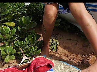 latina kleine titten große nippel pinkeln und saugen am strand