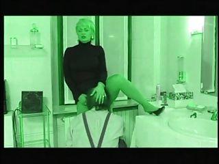 Italienische reife Dame fickt ihren Installateur (neu eingefärbt)