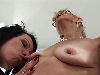 Lesben reife Nippel saugen