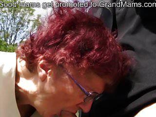80 Jahre alte deutsche Oma saugt Hahn