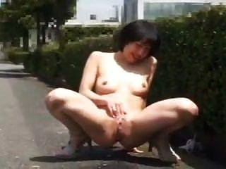 mutige japanische Frau blinkt \u0026 fickt in der Öffentlichkeit