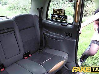 gefälschte Taxifahrer geben schwanzhungrige Luder einen guten harten Fick