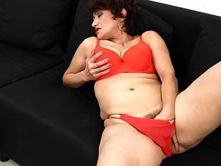 Amateur sexy Mutter mit behaarte Muschi