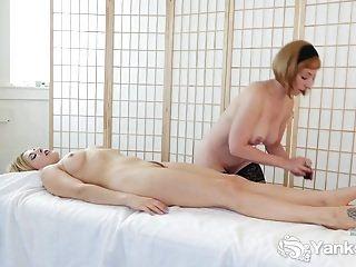 Lesbierinnen vermissen Trish und Starlettes sinnliches sexy Spiel