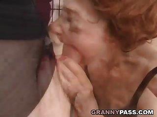 sehr alte Oma wird zerstört