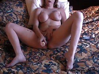 doof amateur mutter mit großen titten fickt große sex spielzeug