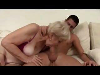 blonde oma in strumpf fickt
