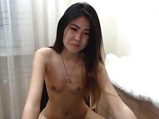 sexy koreanisches Mädchen spritzt vor der Kamera