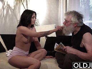 alter junger Porno sexy Teenager von alten Mann auf der Couch gefickt