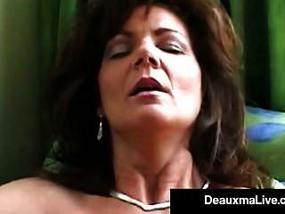 Rauchen heisse Puma Deauxma knallt ihre Fotze und ihren Arsch mit einer Zigarre