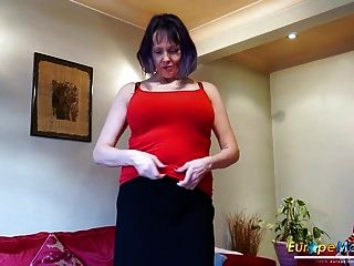 europemature geile Solo-Striptease der alten Frau