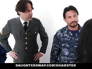 Töchter tauschen militärische Väter gern Töchter tauschen