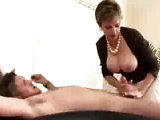 Lady Sonia ist eine untreue Hausfrau fickt \u0026 saugt!