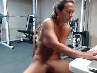 sehr heiße weibliche milf muskeln spritzen